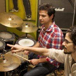 Aula de bateria com Christian